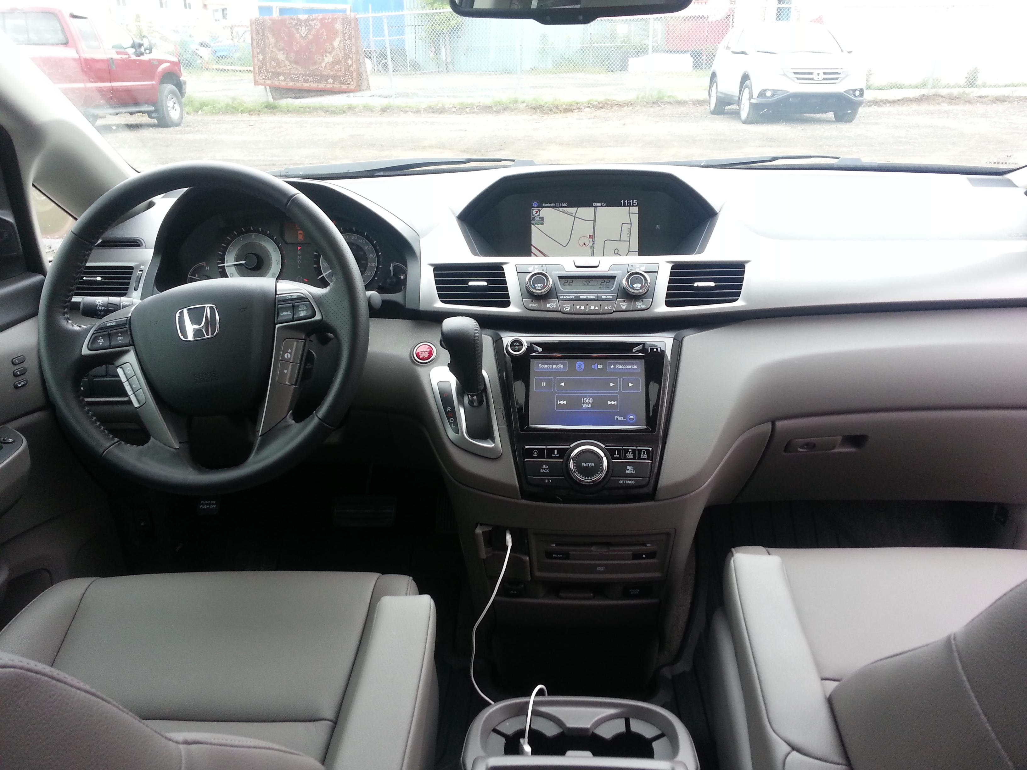 Honda De Terrebonne >> Honda Odyssey 2014 : la reine des minifourgonnettes garde ...