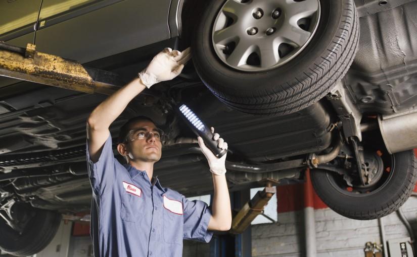 Avant de partir en voyage, vérifiez la mécanique de votre voiture!